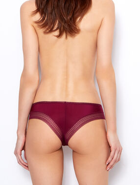 Micro and lace histper, second-skin effect bordeaux.