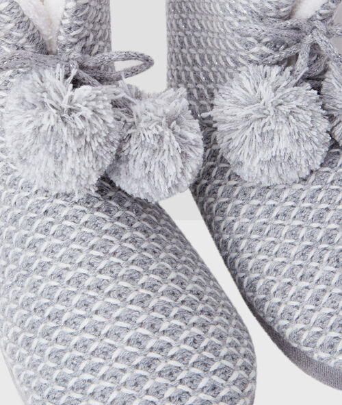 Knit boots with pompoms
