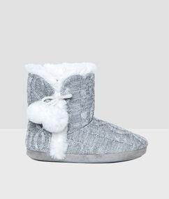 Pantoffeln grau.