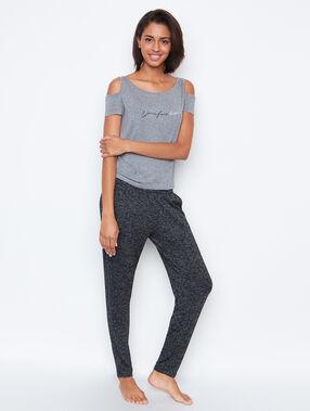 T-shirt grey.