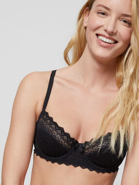Lace demi cup black.