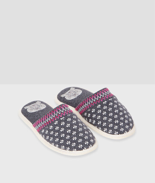 Geometric print slippers