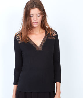 V-neck t-shirt with guipure insert black.