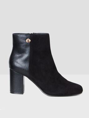 High-heels boots black.