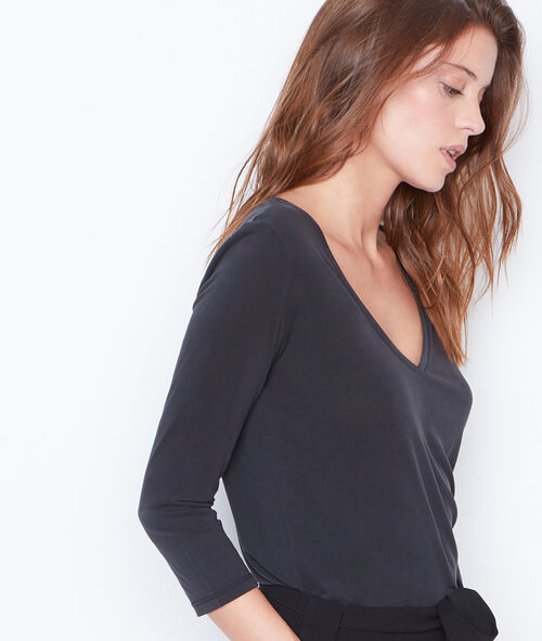 3/4 sleeve t-shirt with V-neck