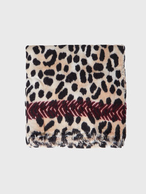 Leopard printed plaid beige.