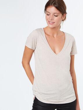 V neck t-shirt nude.