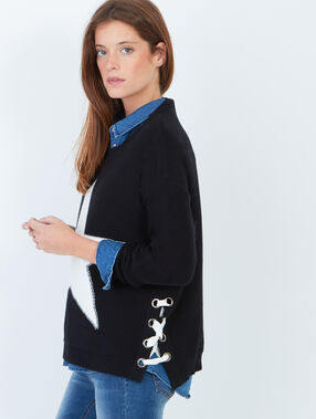 Pullover black.