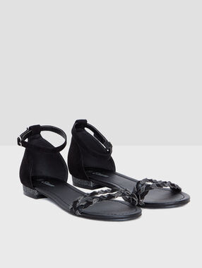 Braided sandals black.