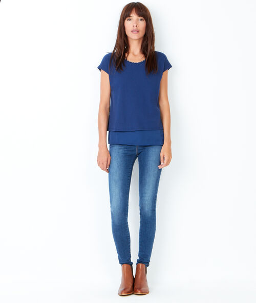 Short sleeve t-shirt with cut out detail in the back