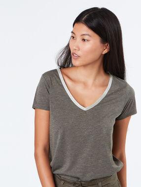 Short sleeves t-shirt khaki.