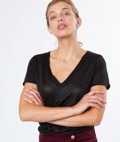 V neck t-shirt black.