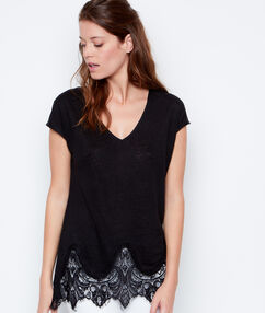 Lace sleeveless top black.