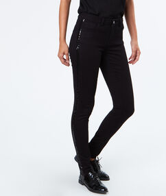 Hose schwarz.