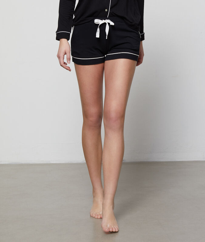 Two-tone shorts black.
