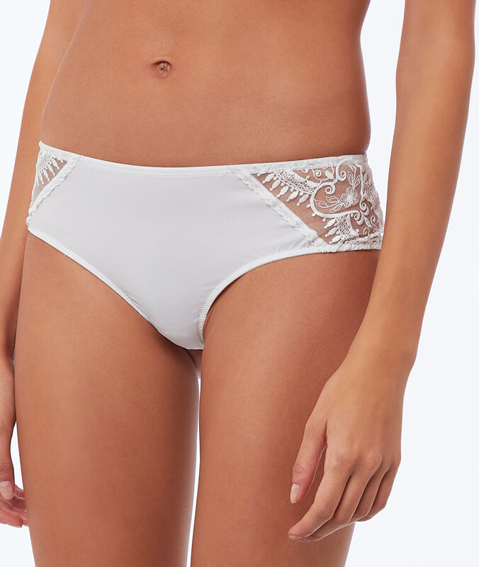 Lace and microfiber microshorts ecru.