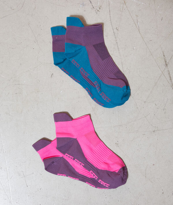 Sports socks;${refinementColor}