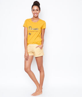 T-shirt yellow.