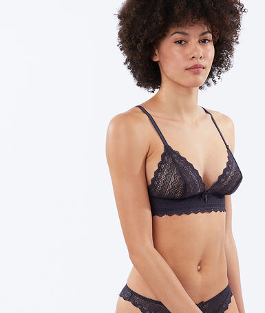 Non-wired lace triangle bra anthracite.