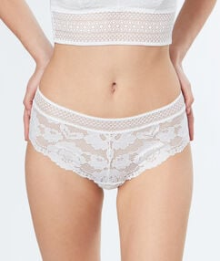 Flowery lace shortys off-white.