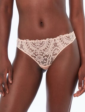 Lace tanga natural.