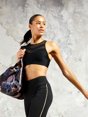 Sports bra, removable foam pads - strong support black.