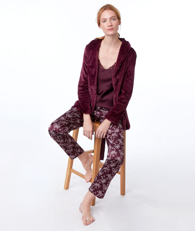Three-piece pyjama set bordeaux grenat.