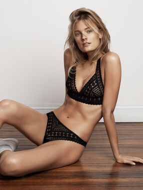 All lace triangle bra noir.