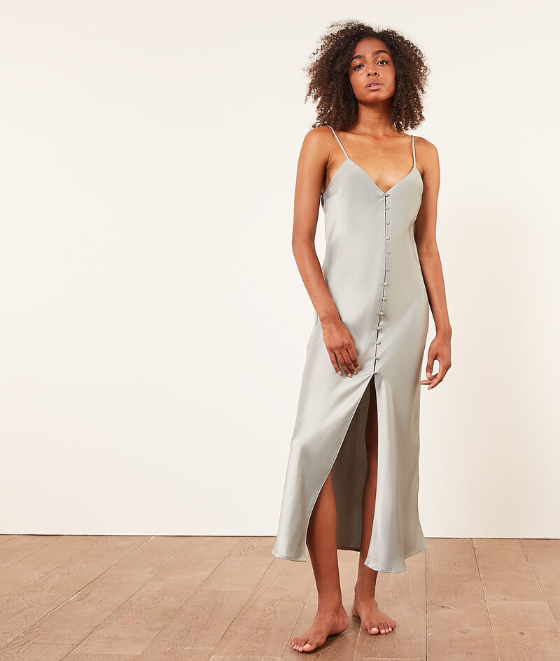 Long satiny nightdress with plunge back;${refinementColor}