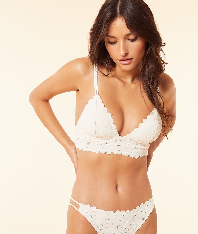 Lace triangle without underwire;${refinementColor}