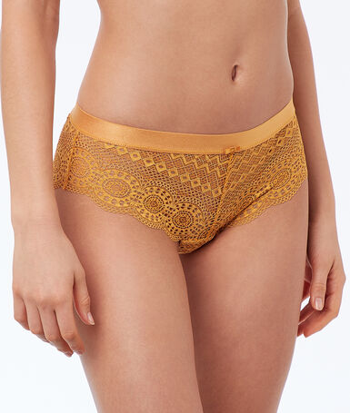 Geometric lace microshorts ocre.