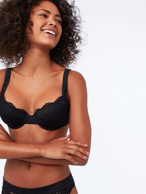 Bra no. 4 - classic lace padded bra, wide straps black.
