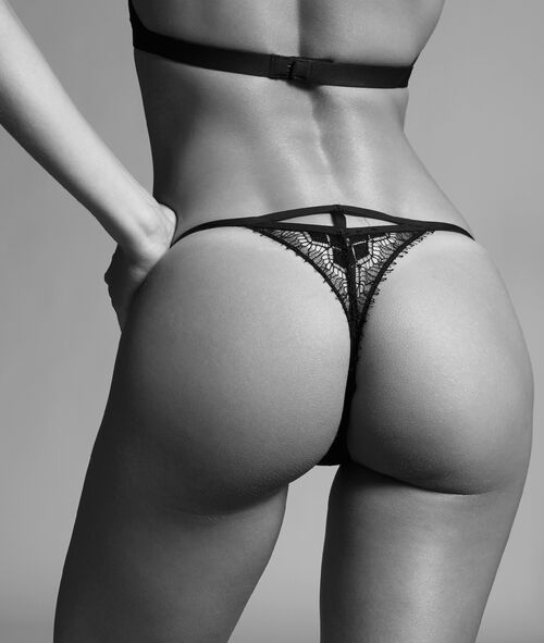 Tanga in fine lace