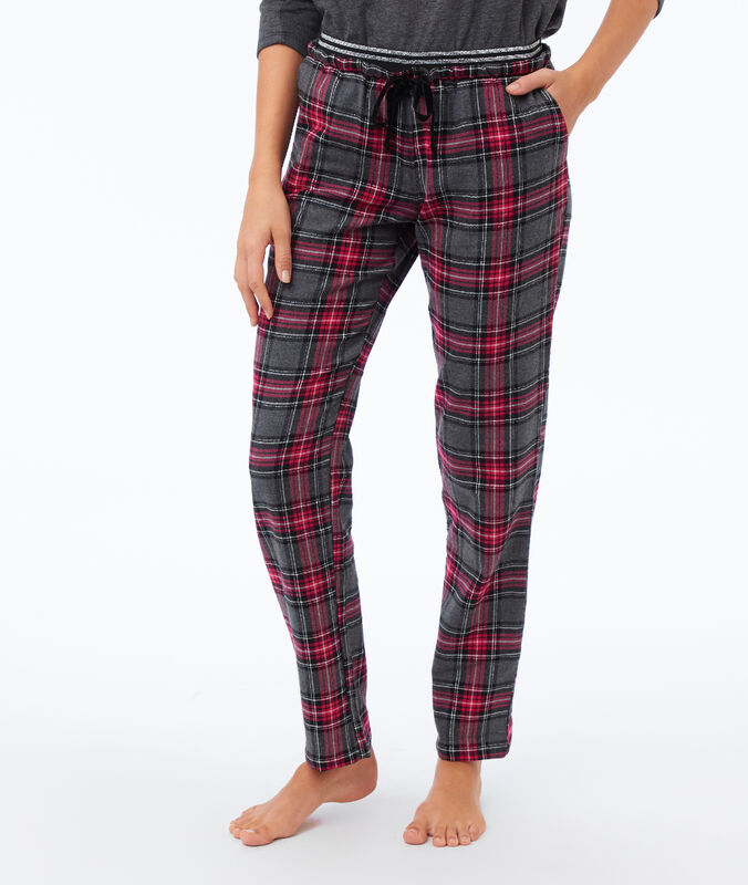 Chequered trousers red.