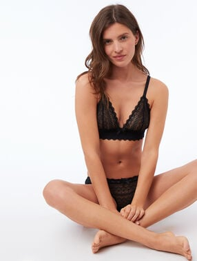 Lace wireless triangle bra black.