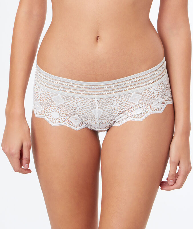 Lace shorts ecru.