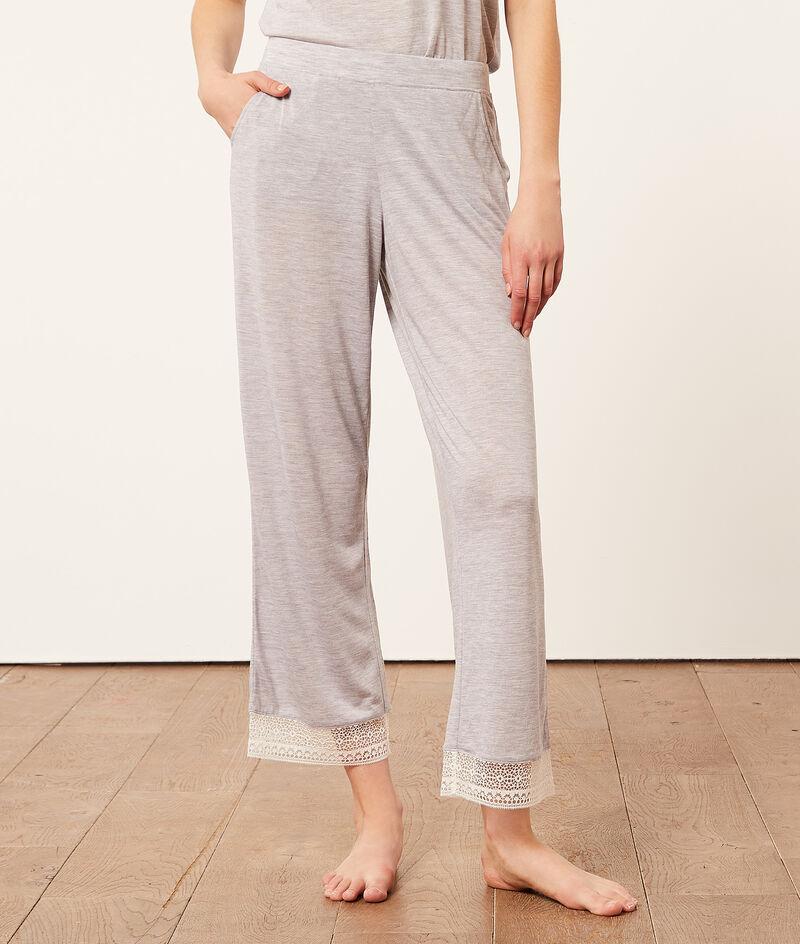 7/8 pants with lace edges;${refinementColor}
