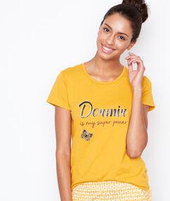T-shirt yellow.