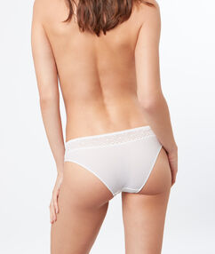 Knickers white.