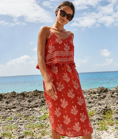 Mid-length beach dress red.