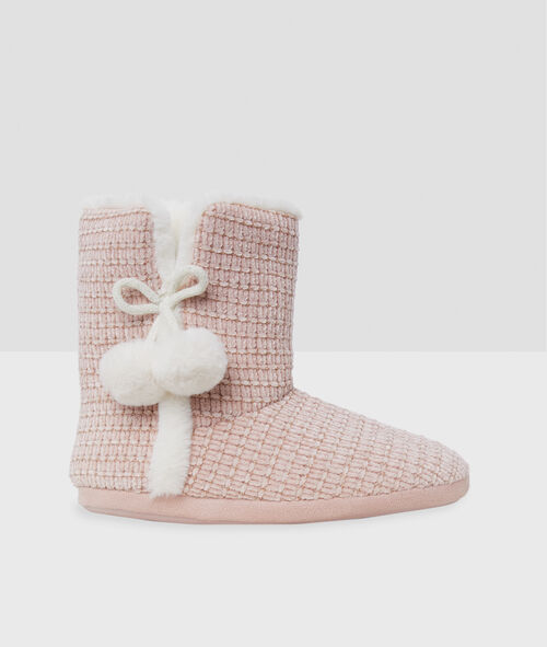 Boot slippers with tassels
