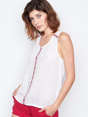 Embroided top blanc.
