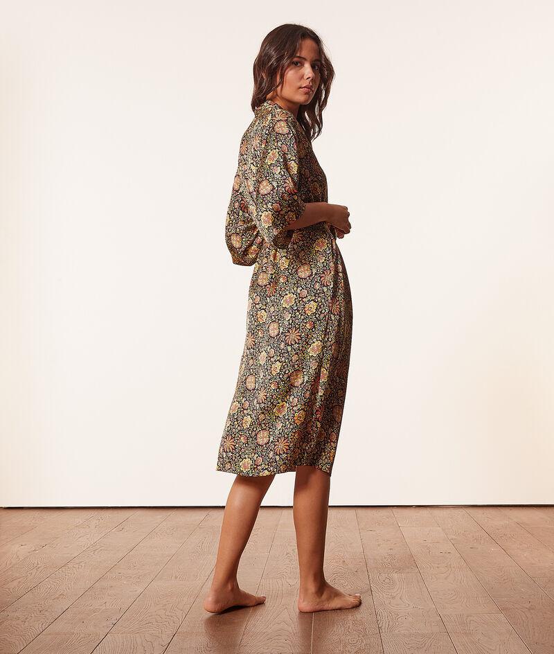 Bata larga tipo kimono estampada;${refinementColor}