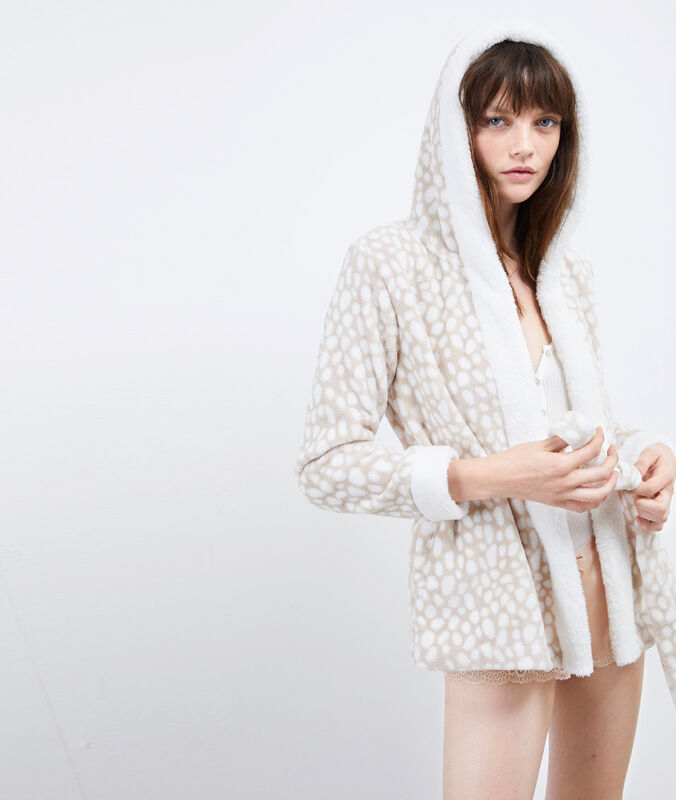 Veste homewear à capuche beige.