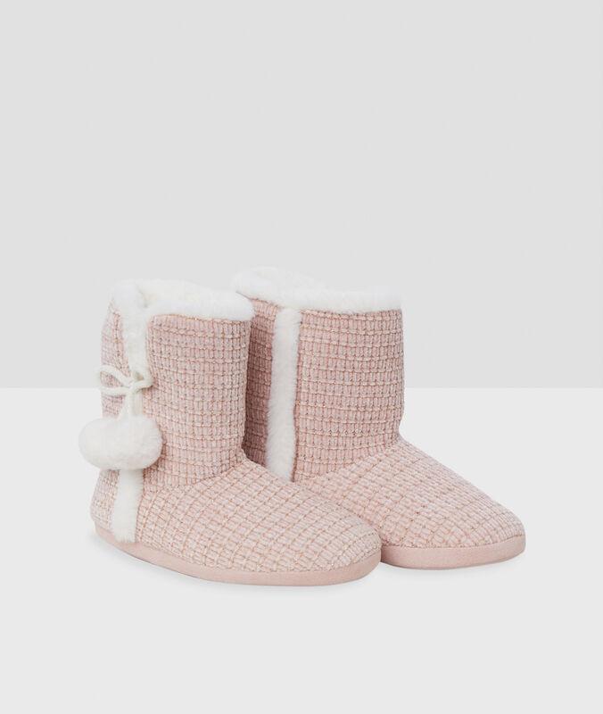 Pantofole a stivaletto con pompon rosa.