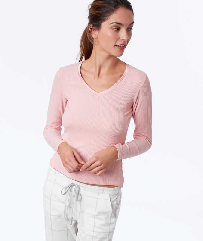 Ribbed top with long sleeves and satin neckline pink.