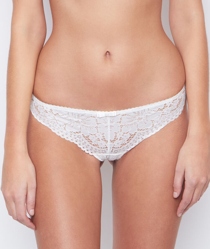 All-lace tanga ecru.
