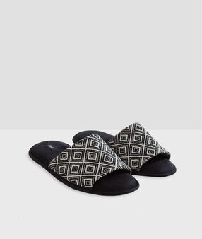 Printed open-toed slippers black.