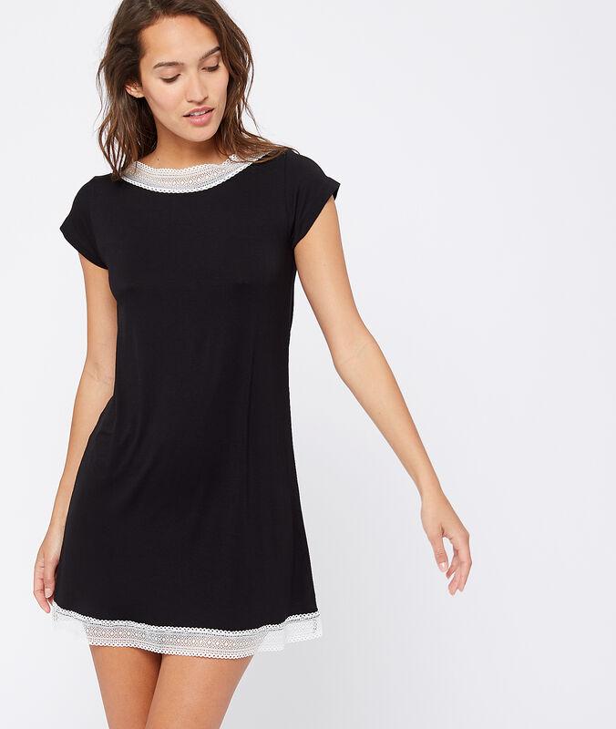 Camicia da notte con bordi in pizzo nero.