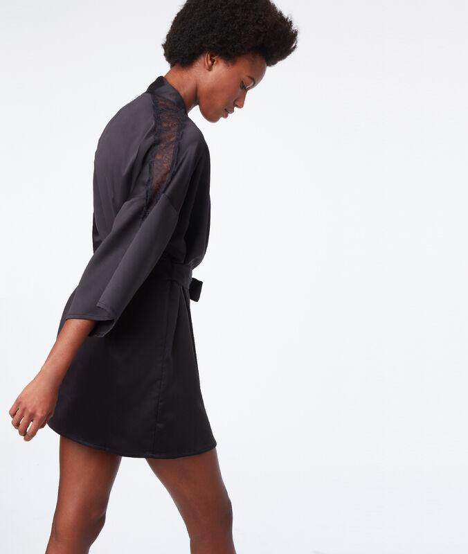 Negligée lace details black.
